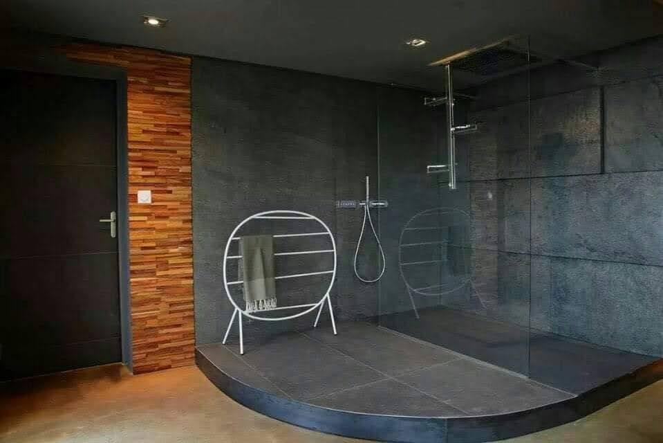 חיפוי המקלחת באבן אלסטית