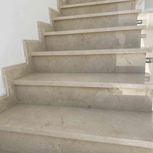 ריצוף מדרגות פנים אלגנטי